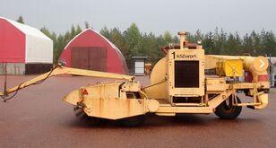 机场清扫车 Towed, co-guiding sweeper and blower machine